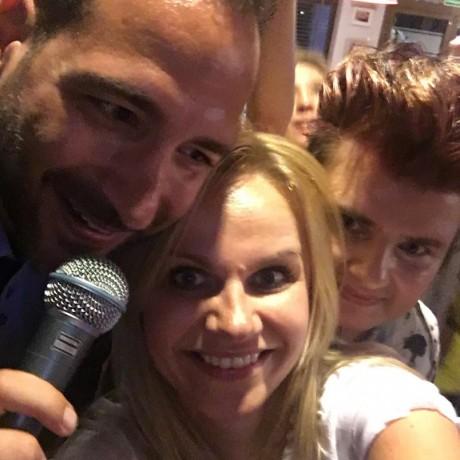 Alberto Amati Włoski piosenkarsz z fanami